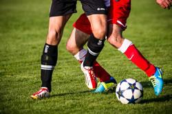 Die Hit-and-Run Fußballtaktik mit Dribbler